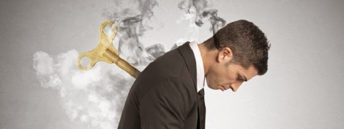 Curso Monetiza tu Pasión. Análisis de la situación personal inicial. Imagen de persona quemada en el trabajo